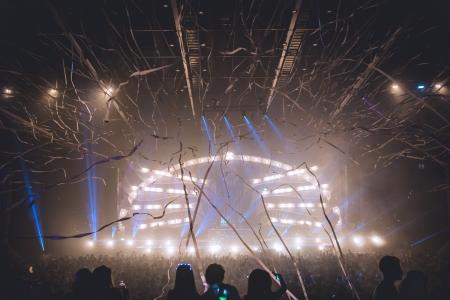 เอ็กซ์คลูซีฟสุดๆ พาไปส่องแฟชั่นชุดขาวสุดแซ่บของเหล่าเซเลบริตี้และปาร์ตี้โกเออร์ ในงานเทศกาลดนตรีครั้งยิ่งใหญ่ Heineken® Presents Sensation R