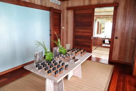 NARS Cosmetics จัดทริปสุดเอ็กซ์คลูซีฟพาแขกคนพิเศษบินลัดฟ้าเยี่ยมบ้านหลังที่สองของ 'ฟรองซัวส์ นาร์ส' ไกลถึง 'Motu Tane'