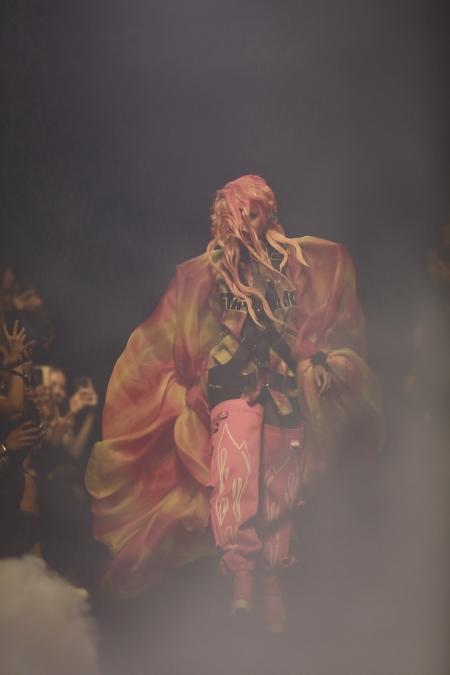 KOI X ส.ก.บ. Worship by Prapakas แฟชั่นโชว์ 'นารีพิฆาต' อันน่าตื่นตาตื่นใจ