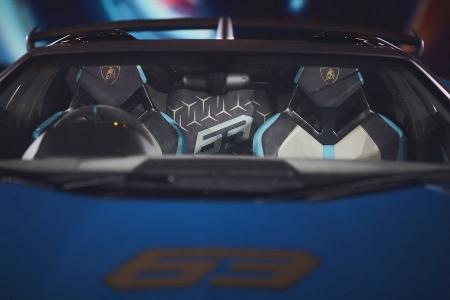 งานฉลองรับรถ Aventador SVJ Roadster 63